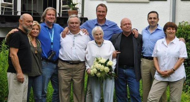 """Die am 7. Juli 2012 wiedergegründete """"Weiße Rose"""" mit Susanne Zeller-Hirzel (2.v.r.)."""