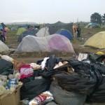 Mitunter ist das Camp sehr vermüllt. Einige Hilfsorganisationen sind täglich dabei, den Müll zu beseitigen.