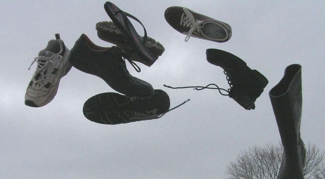 Warum Wirft Niemand Einen Schuh Pi News