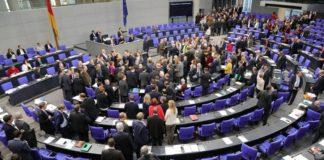 Abstimmung im Bundestag über automatische Anpassung der Diäten.