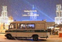 Polizeieinsatz am Weihnachstmarkt beim Schloss Charlottenburg in Berlin.