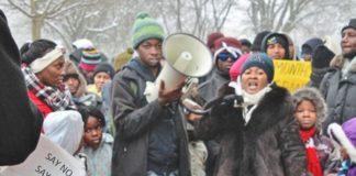 """Explosiver Protestmarsch """"schutzsuchender"""" Sierra-Leoner in Deggendorf."""
