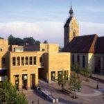 Das idyllische Fellbacher Rathaus - Messerfachkraft verbreitet Angst und Schrecken.