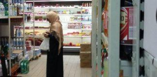 """Halal-Supermarkt in Frankreich weigert sich, den Gesetzen entsprechend seine Produktpalette auf Bedürfnisse der """"Kuffar"""" zu erweitern."""