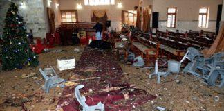 Der zerstörte Innenraum der Kirche in Quetta, nachdem ein Moslem sich in die Luft sprengte.