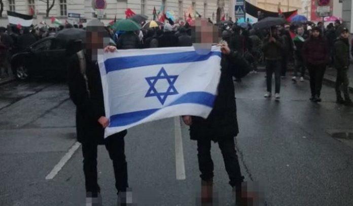 Das Hochhalten der israelischen Flagge störte die
