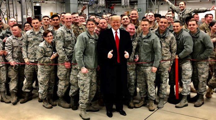 Trump und Soldaten Ramstein