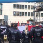 Polizeischutz vor Linksextremisten.