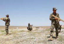 Afghanische Soldaten im Training mit Holzgewehren in Masar-i-Sharif.