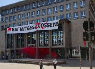 """""""Der DGB hat mitgeschossen!"""" Nach dem feigen Mordversuch an Andreas Ziegler muss das deutlich gesagt werden. Verstrickungen von Antifa und Gewerkschaften wie der IG Metall sind unübersehbar. Die IB gab den Demokratiefeinden am Samstag auf dem Gewerkschaftshaus in Stuttgart die passende Antwort!"""