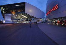 Demnächst verboten? Das Porsche-Museum in Stuttgart bei Nacht.