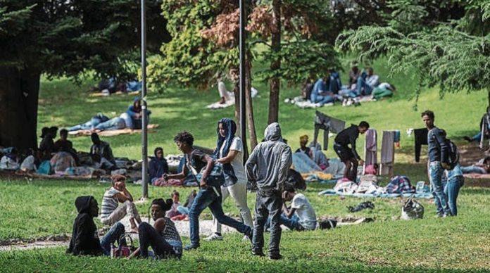 Immer wieder werden Frauen in Parks von Jugendlichen mit Migrationshintergrund verbal und körperlich belästigt (Symbolbild).