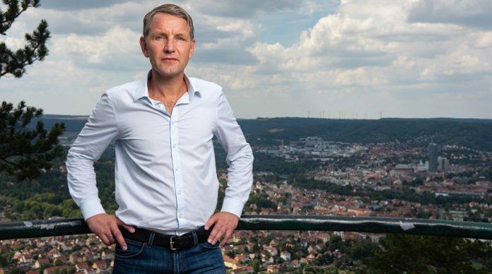 Nach dem starken Wahlergebnis in Thüringen führt an Björn Höcke beim nächsten AfD-Bundesparteitag im Dezember in Wiesbaden wohl kein Weg vorbei.