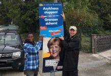 AfD-Landtagsabgeordneter in Baden-Württemberg, Dr. Rainer Balzer, mit engagiertem Helfer beim Plakatieren.