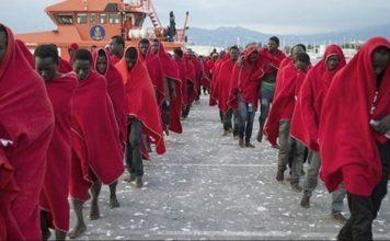 Afrikanische Invasionstruppe nach ihrer Ankunft im Hafen von Motril (Granada, Spanien).