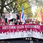 """Demo des Bündnisses """"Aufstehen gegen Rassismus"""" mit Ayman Mazyek, seiner Kopftuchfraktion, Gutmensch*Innen und anderen linken Spinnern."""