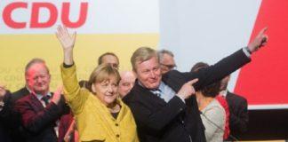 Nichts gelernt aus den hohen Verlusten bei der Bundestagswahl: Niedersachsens CDU-Spitzenkandidat Bernd Althusmann beim Wahlkampfauftritt mit Kanzlerin Merkel in Hildesheim.