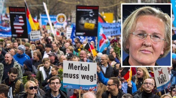 Kann die massiven Proteste der Bürger gegen Merkel gut nachvollziehen - Ex-DDR-Bürgerrechtlerin Angelika Barbe (Foto r.).