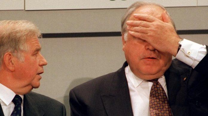 Gibt Helmut Kohl (r.) die Schuld für die Flüchtlingskrise - Kurt Biedenkopf (l.).