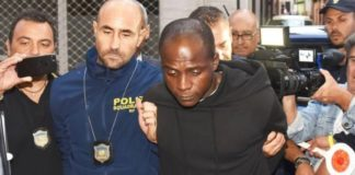 Guerlin Butungu (angeblich 20), Anführer der Rape-Gang von Rimini, bei seiner Festnahme.