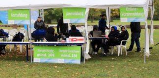 Am Ahmadiyya-Zelt mussten die Startunterlagen für Vor- und Nachmelder abgeholt werden.