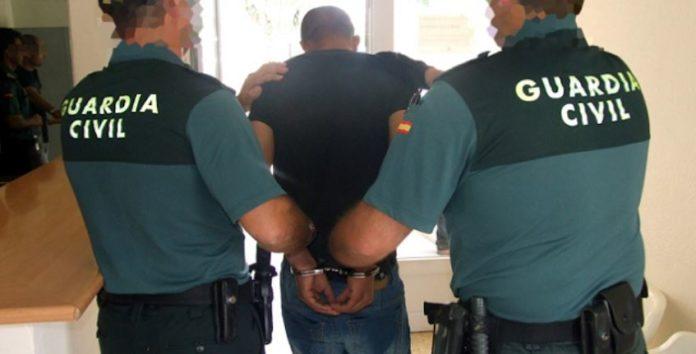 Die spanische Guardia Civil bei der Festnahme eines Täters.