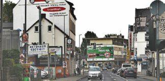 Hier irgendwo geschah die Tat: Die Hauptstraße in Bergisch-Gladbach, auf der es außer dem Eckcafé Kamps kaum mehr deutsche Geschäfte gibt.