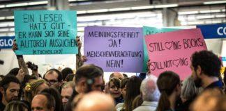 Linke demonstrieren am 14.10. auf der Frankfurter Buchmesse sinnbefreit gegen ein Podium des Antaios Verlags.