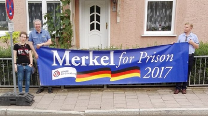 Kreativer Protest beim Wahlkampfauftritt von Angela Merkel in Apolda. (Fotocredit: Prabel)