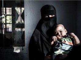 Nadja Ramadan mit einem ihrer Kinder.