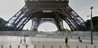 Eine Schutzmauer aus Glas und Betonpoller gegen LKW-Dschihadisten wurden rund um den Pariser Eiffelturm errichtet.