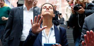 Frauke Petry verlässt nach ihrem inszenierten Abgang das Gebäude der Bundespressekonferenz.