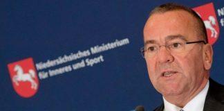 Gespielte Härte: Innenminister Boris Pistorius (SPD) will der AfD kurz vor der Niedersachsen-Wahl noch Wähler wegfischen.