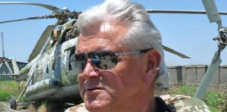 Ex-Bundesligatrainer Uwe Rapolder bei einem Truppenbesuch 2010 in Afghanistan.
