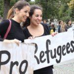 """Am Anfang der """"Flüchtlingskrise"""" sah Bahnhofsklatscherinnen noch häufig. Heute, zwei Jahre danach, ist die Realität der Naivität gewichen."""