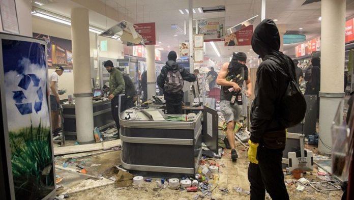 Plünderung eines REWE-Supermarktes in Hamburg anlässlich der G20-