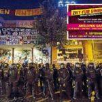 """Polizeiaufmarsch vor dem linken Gewaltzentrum """"Rote Flora"""" in Hamburg beim G20"""