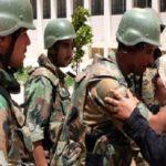 Eine Syrierin bedankt sich bei den Assad-Truppen für die Befreiung ihrer Stadt.