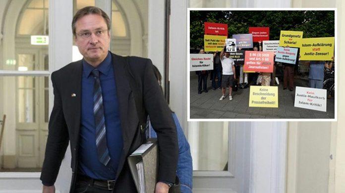 Die Proteste haben nichts gebracht - Michael Stürzenberger verlässt enttäuscht das Gerichtsgebäude.
