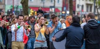 """Bunt statt Bla""-Protest gegen Rechts in Köln."